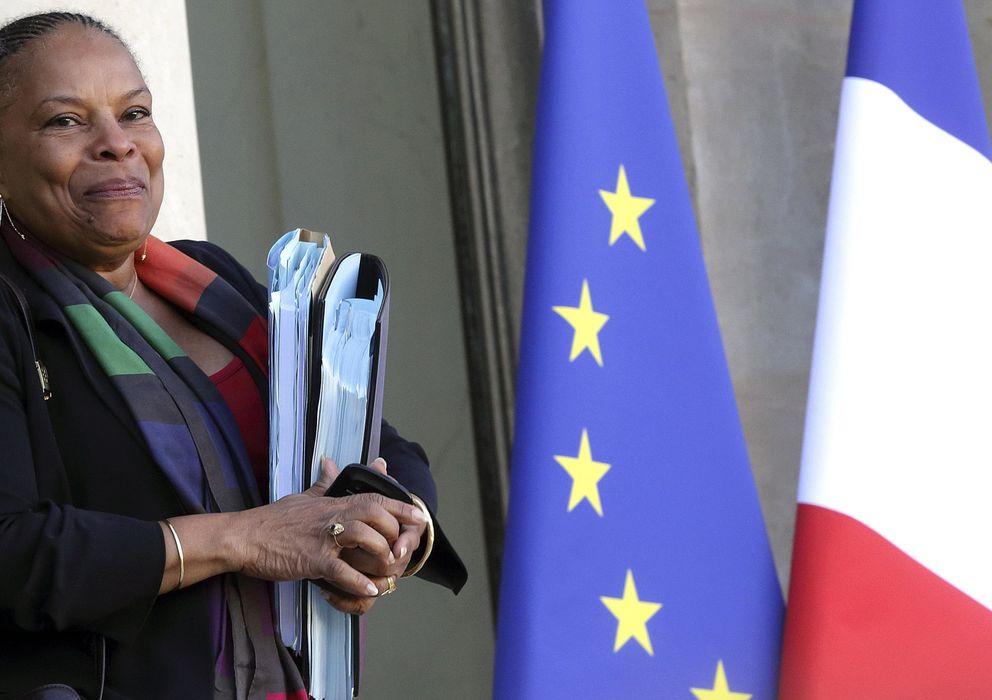 Foto: La ministra de Justicia, Christiane Taubira, abandona el Palacio del Elíseo tras una reunión (Reuters).