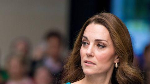 El enésimo vestido azul de Kate Middleton de la semana para visitar la tele