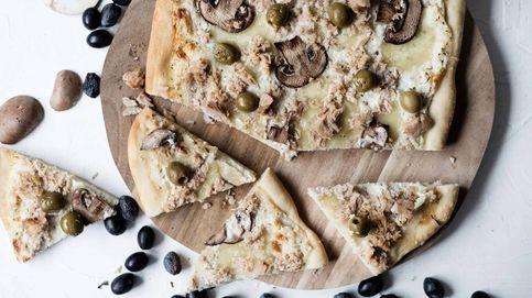 Pizza casera de atún, champiñones y aceitunas, el secreto está en la masa