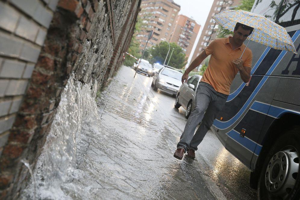 Foto: Un hombre en la calle Bambú de Madrid el pasado 7 de julio (EFE)