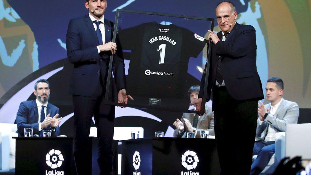 Foto: Iker Casillas y Jabier Tebas en la presentación de LaLiga Icons en marzo de 2019. (EFE)