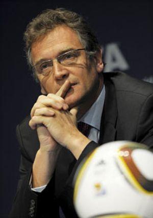La FIFA no sanciona a la candidatura ibérica y suspende a seis miembros por corrupción