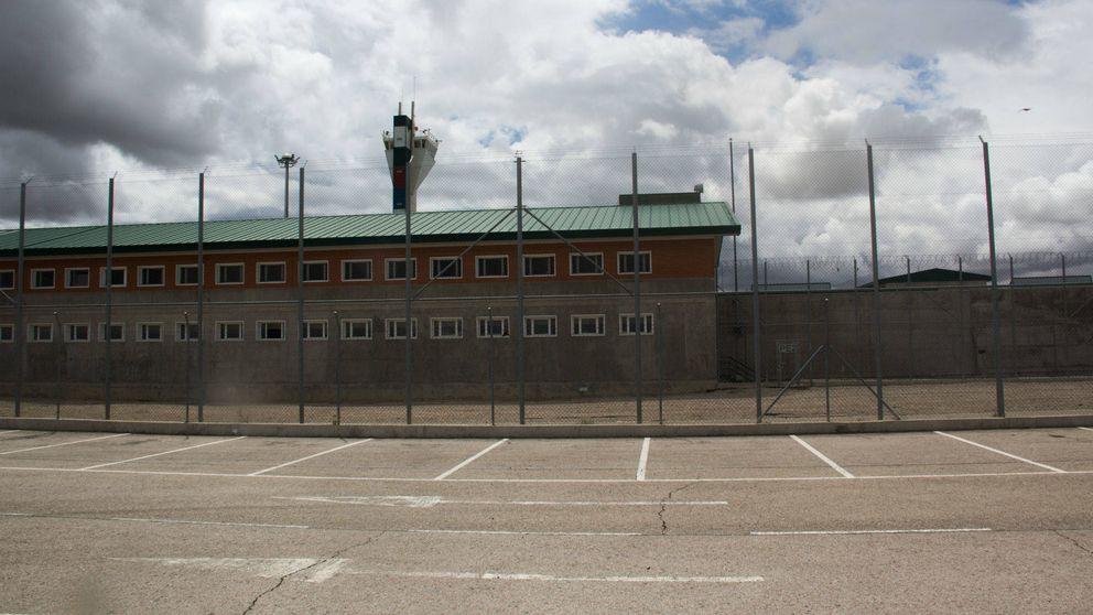 Reparten 40.000 mascarillas de protección del Covid-19 en las cárceles y la UME desinfecta centros