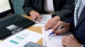 El salario anual de un CEO permitiría contratar a más de 1.000 empleados de baja cualificación