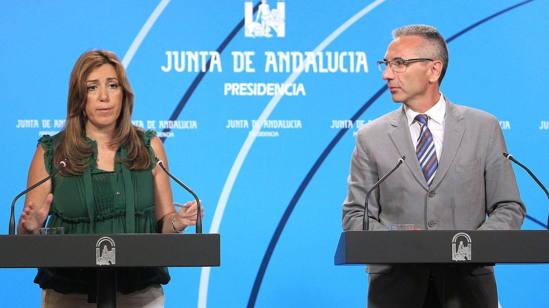 La presidenta de la Junta, Susana Díaz, junto al portavoz de su Gobierno, Miguel Ángel Vázquez (EFE)
