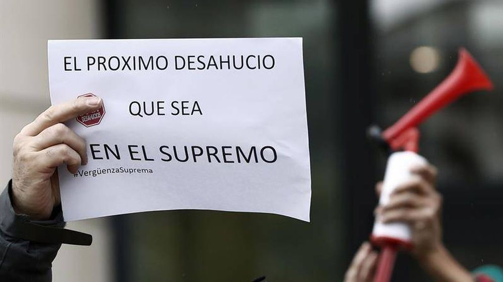 Foto: Protesta por la sentencia del Supremo que da la razón a los bancos. (EFE)