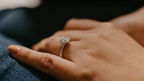 Los anillos de compromiso más de moda: colores, vintage y sostenibles