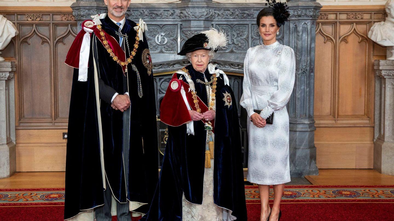 Los Reyes con Isabel II. (Efe)