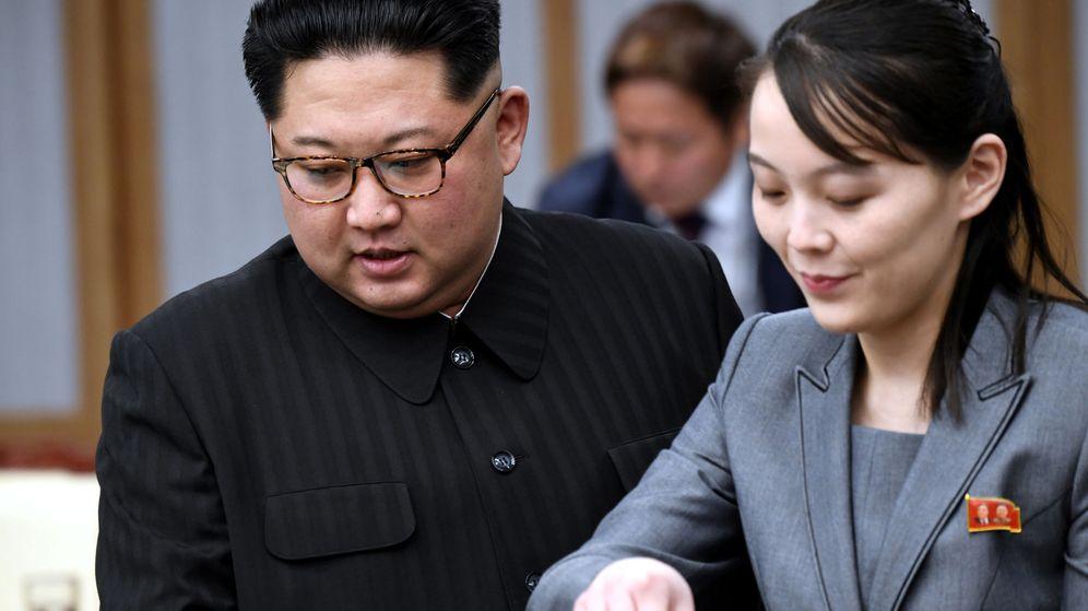 Foto: El líder norcoreano, Kim Jong-un, junto a su hermana, Kim Yo-jong. (Reuters)