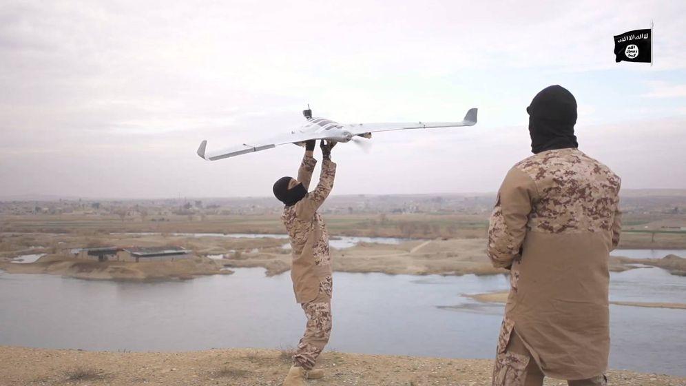 Foto:  Un vídeo propagandístico de Daesh muestra a sus miembros manejando drones