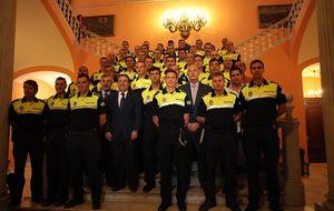 Policía Local sevillana: ni patillas, ni coleta, ni coches patrulla para vigilar