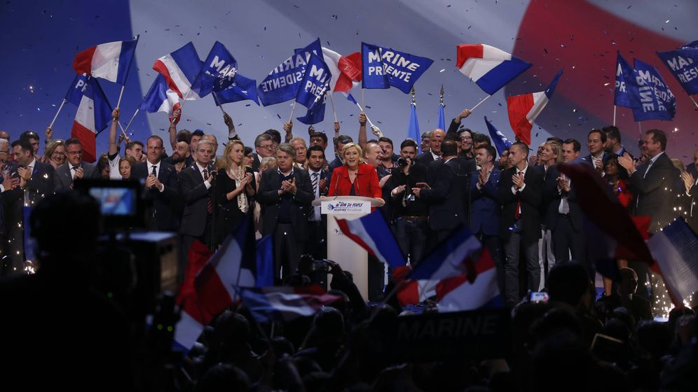 Foto: Marine Le Pen, líder del Frente Nacional, durante un mitin de campaña en París, el 17 de abril de 2017. (Reuters)