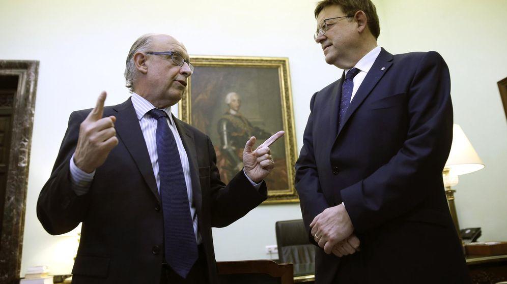 Foto: Cristóbal Montoro y Ximo Puig, en noviembre. (EFE)