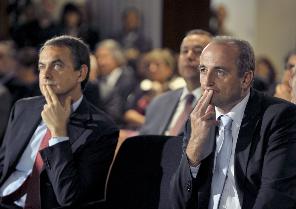 Foto: El expresidente del Gobierno, José Luís Rodriguez Zapatero (i), junto a Miguel Sebastián. (EFE)