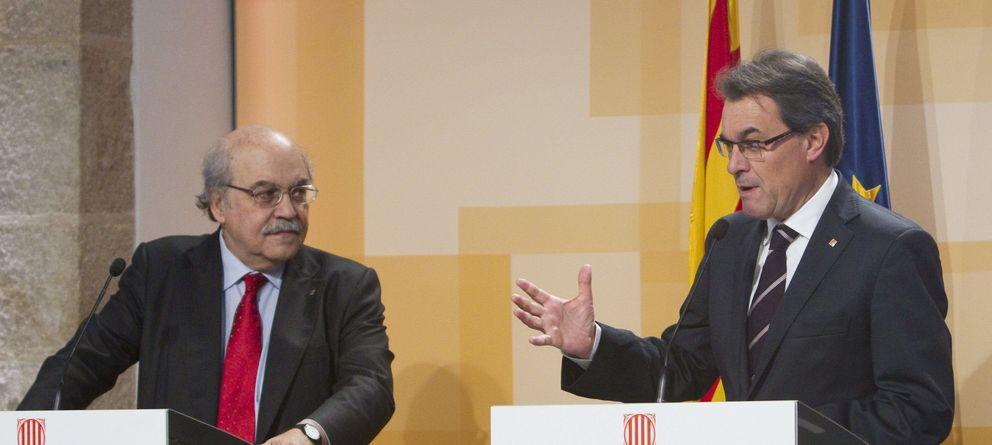 Foto: El presidente de la Generalitat, Artur Mas, junto al conseller de Economía y Finanzas, Andreu Mas-Colell. (EFE)