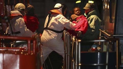 Llegan al puerto de Almería 26 inmigrantes, entre ellos tres bebés