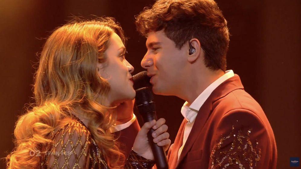 Foto: Amaia y Alfred, en los segundos finales de su actuación.