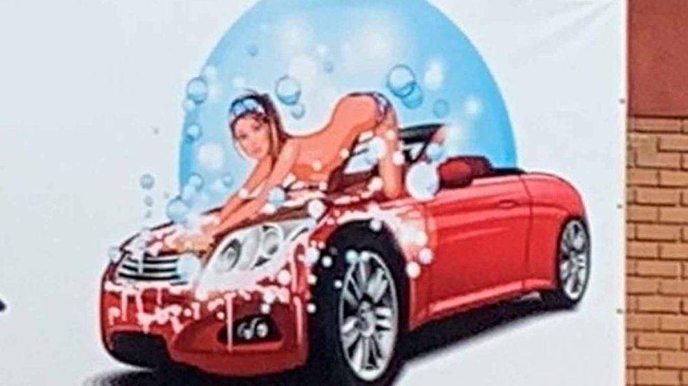 Foto: El anuncio vejatorio del lavado de coches.