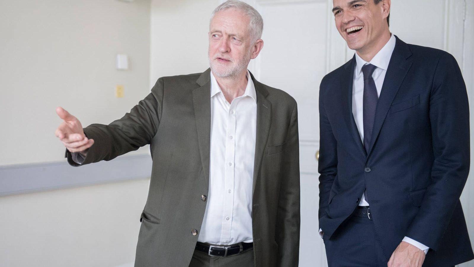 Foto: Pedro Sánchez con el líder laborista británico, Jeremy Corbyn, el pasado 8 de mayo en Londres. (Borja Puig | PSOE)