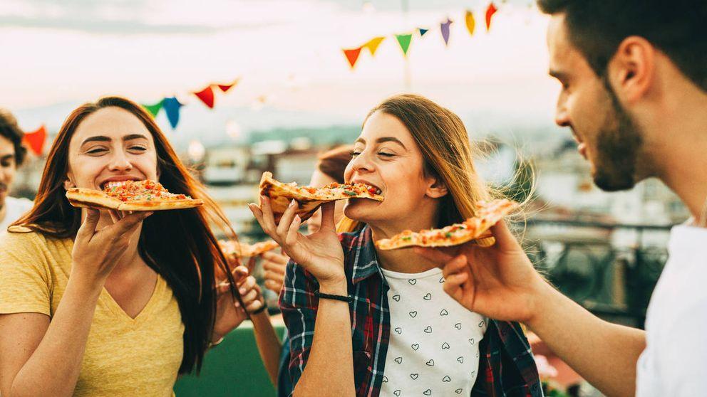 El truco definitivo para dividir una pizza en tres trozos iguales, según la ciencia