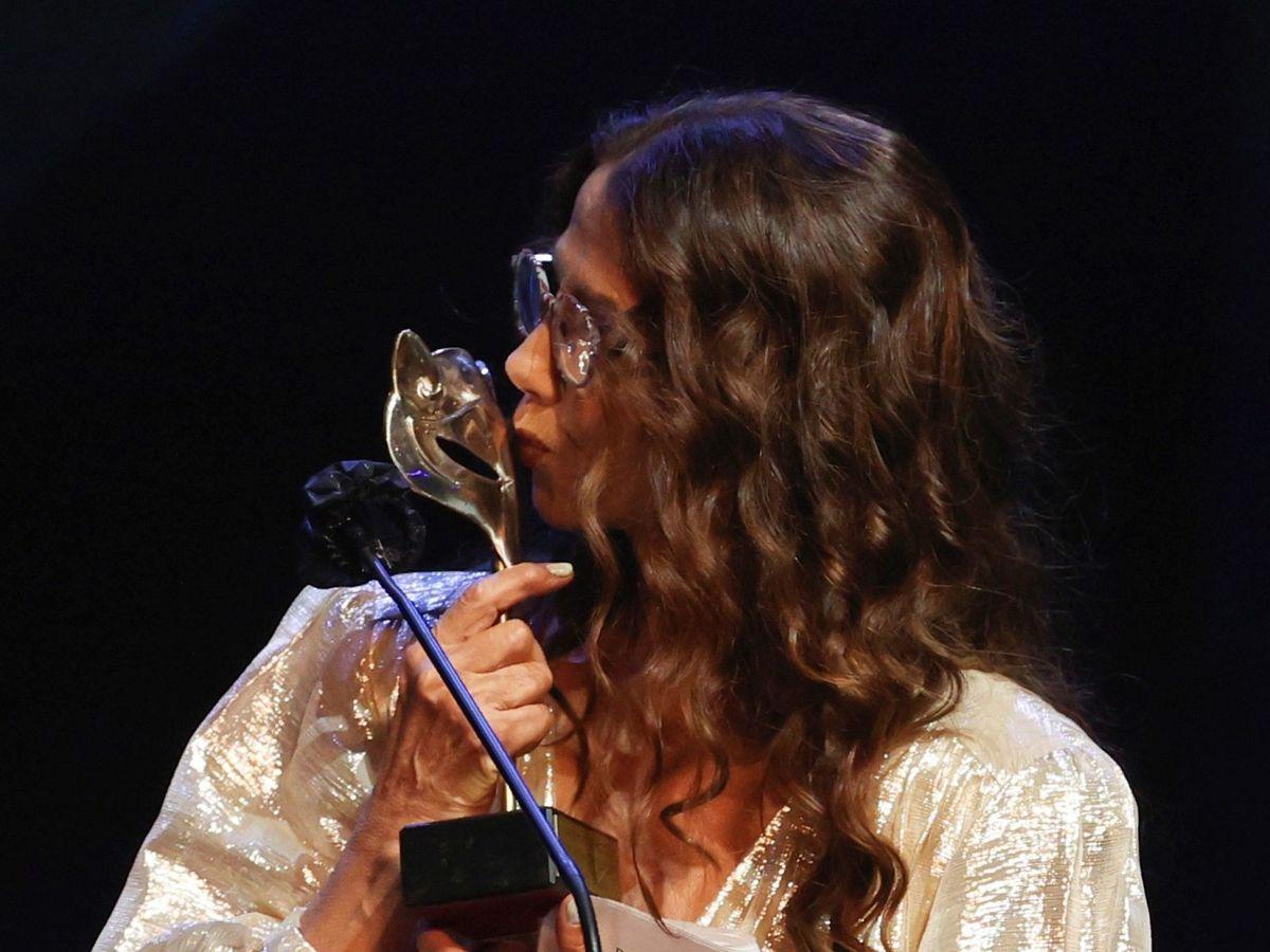 Foto: Victoria Abril recoge el Feroz de Honor. (EFE)