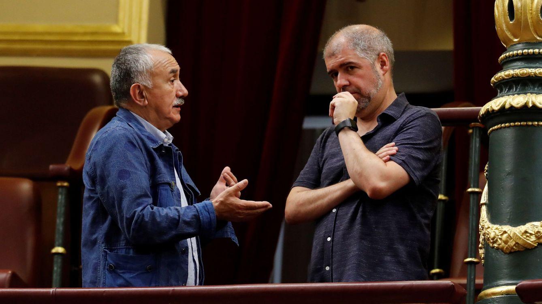Foto: Los secretarios generales de UGT y CCOO, Pepe Álvarez y Unai Sordo, el pasado 25 de julio en el Congreso. (EFE)