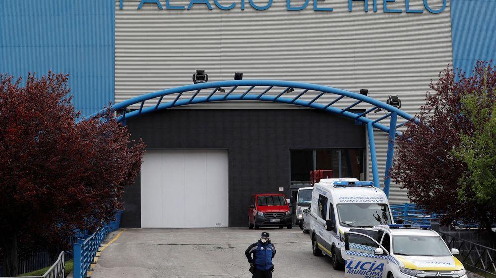 Foto: El Palacio de Hielo, usado como morgue en Madrid. (EFE)