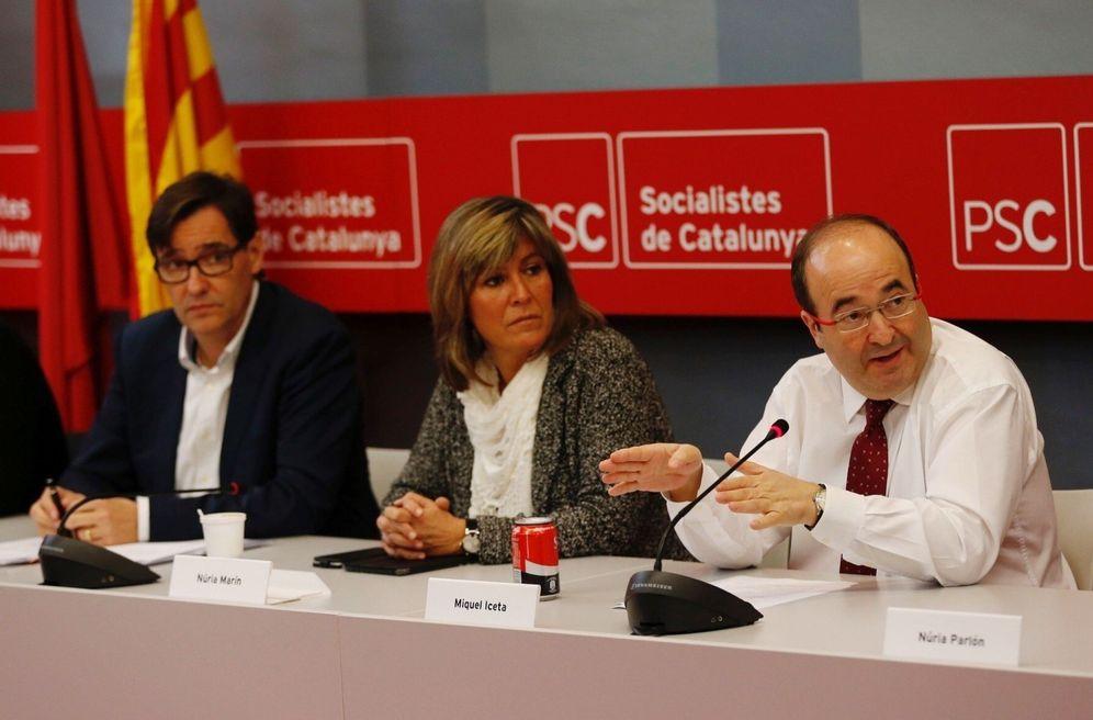 Foto: Miquel Iceta (d), junto a Salvador Illa y Núria Marín, el pasado 28 de noviembre en la sede del PSC en Barcelona. (EFE)