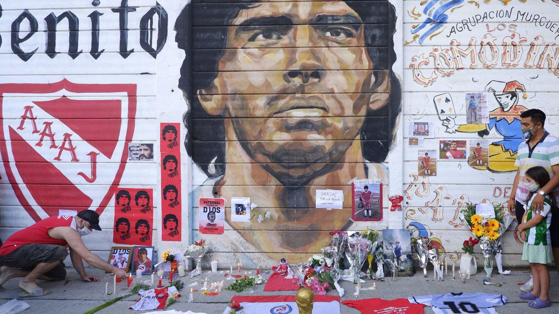 Un altar a Maradona en Buenos Aires. (Getty)