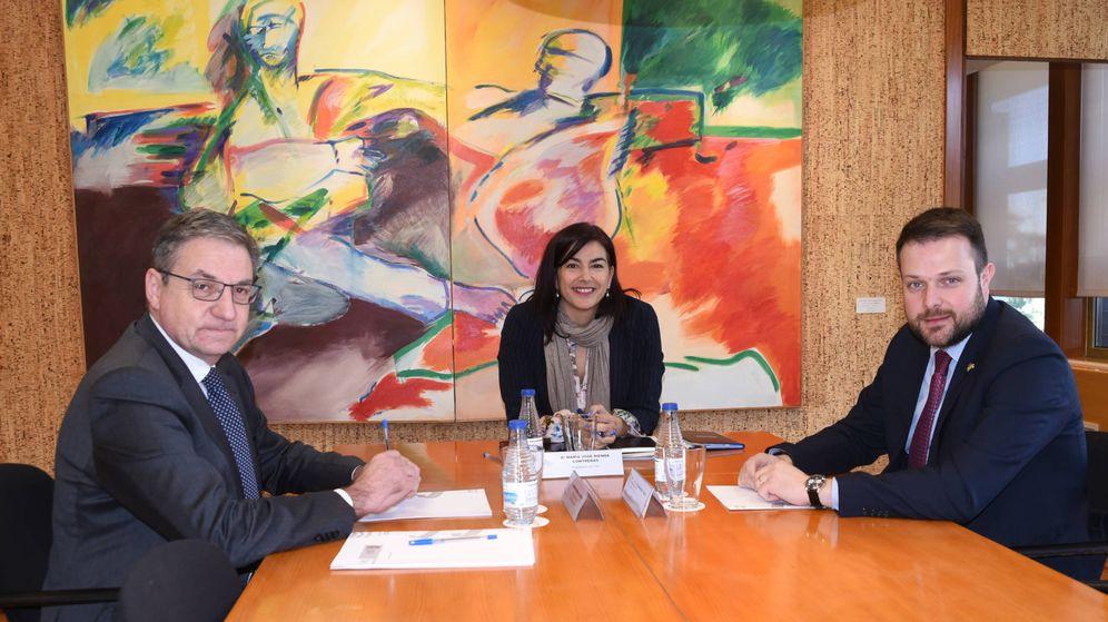 Foto: Mariano Soriano (i), director general de Deportes; María José Rienda (d), presidenta del CSD; y Gerard Figueras, secretario general de Deportes de la Generalitat. (CSD)