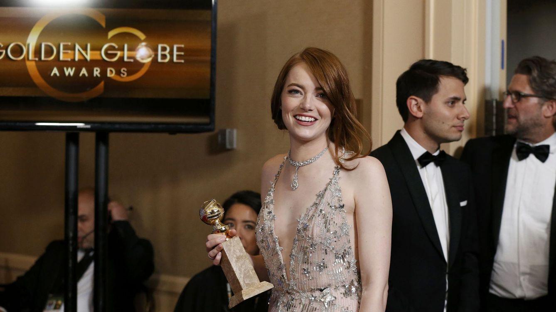 Foto: Emma Stone con su Globo de Oro (Reuters)