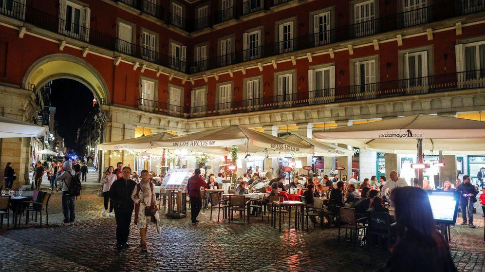 Foto: Uno de los tradicionales restaurantes de la plaza Mayor de Madrid. (Reuters)