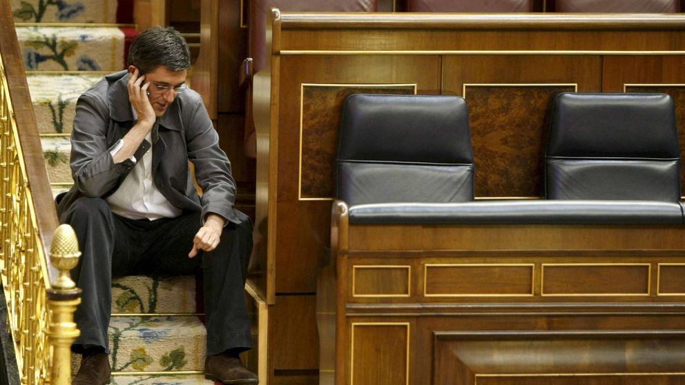 Cinco de los 350 diputados renuncian al teléfono móvil que da el Congreso