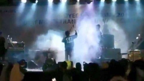 El momento en el que el tsunami de Indonesia arrasa un concierto