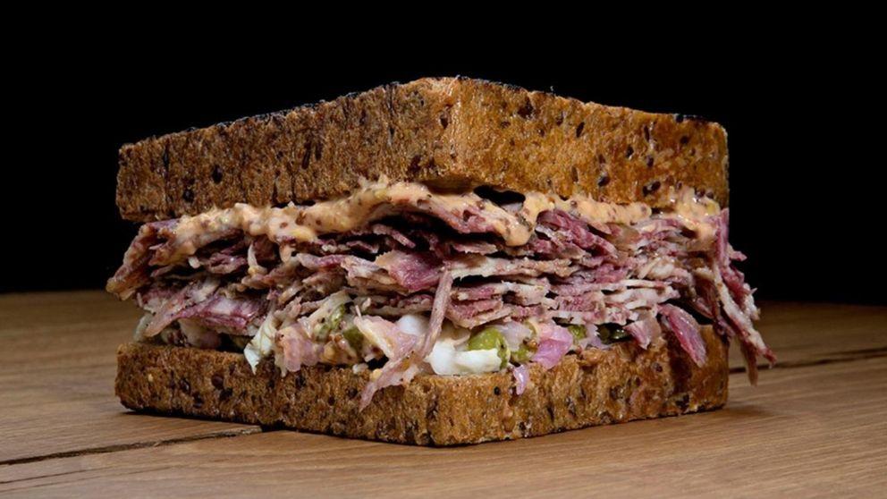 Sándwich de pastrami: la rica carne ahumada neoyorquina