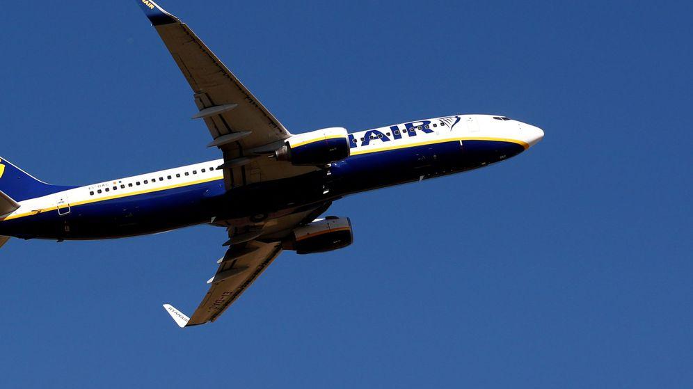 Foto: Un Boeing 737 de Ryanair sobre el cielo. (Reuters)