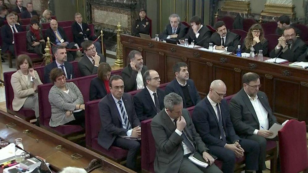Foto: Los presos independentistas en el juicio del 'procés'. (EFE)