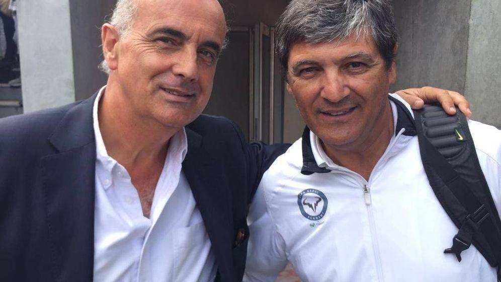 Foto: El doctor Antonio Zapatero, junto a Toni Nadal, tío y entrenador de Rafa Nadal.