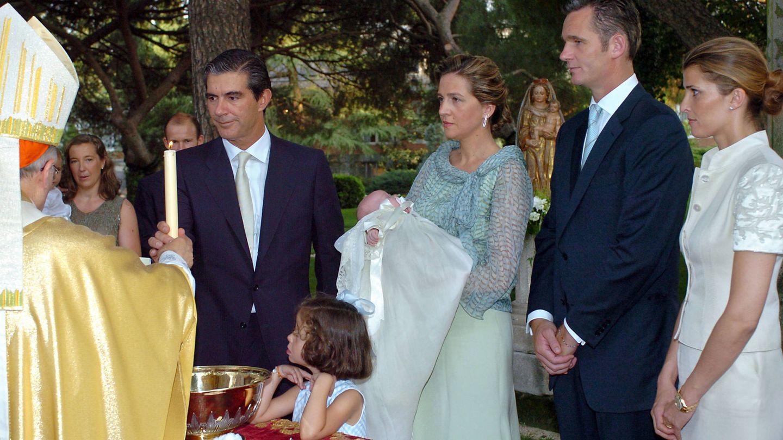 Rosario Nadal, los exduques de Palma y Pedro López-Quesada, en el bautizo de Irene Urdangarin. (Getty)