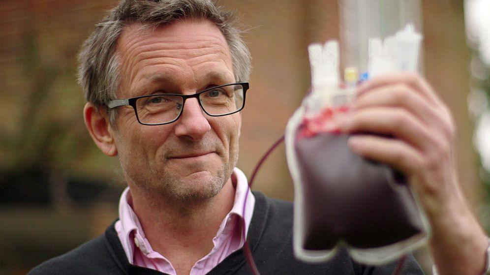 Foto: Michael Mosley fotografiado en uno de sus documentales de la BBC. (Nathan Budd/BBC)