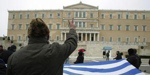 Grecia vota ahogada por la presión de Europa y la incertidumbre ante su salida del euro