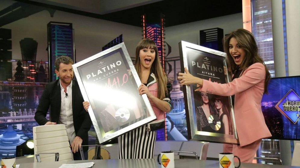 Foto: La entrega del disco de platino a Aitana War. (Antena 3)