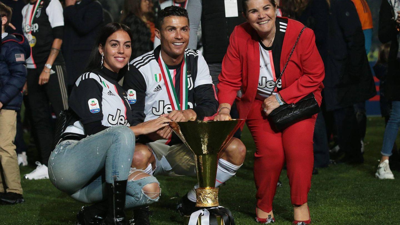 Georgina Rodríguez, Ronaldo y María Dolores Aveiro. (Cordon Press)
