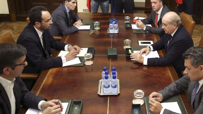 Foto: El ministro del Interior, Jorge Fernández Díaz (2d) durante la reunión de la Comisión de Seguimiento del Pacto de Estado contra el terrorismo yihadista. (EFE)