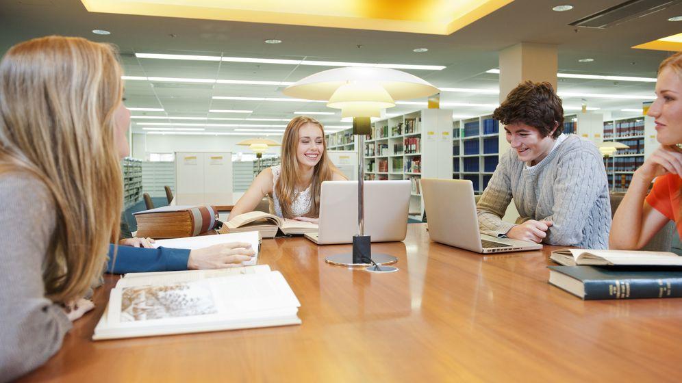 Foto: Imagen de archivo de varios estudiantes universitarios. (Corbis)