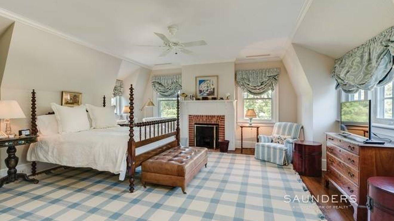 Otro de los dormitorios. (NY State MLS)