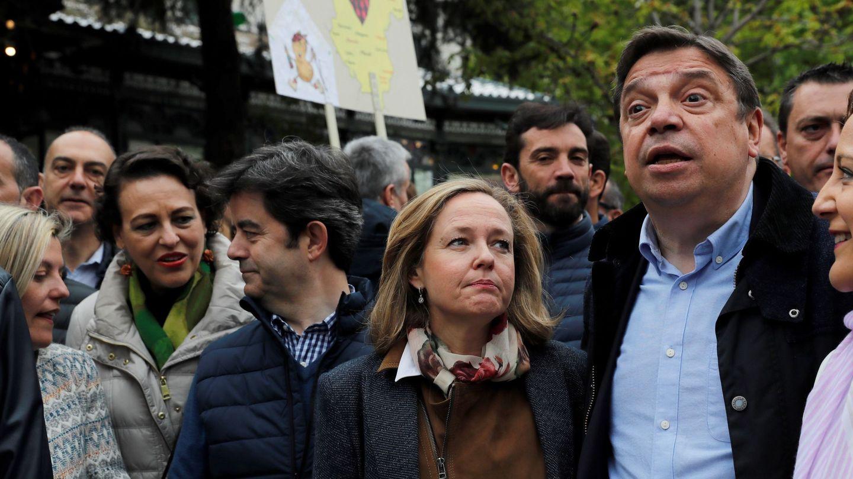 Los ministros de Trabajo Magdalena Valerio (i), de Economía Nadia Calviño (c) y de Agricultura Luis Planas (d). (EFE)