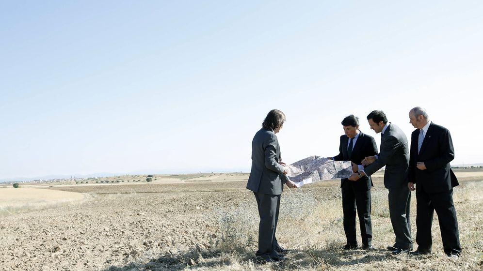 Foto: Ignacio González, cuando presentó en junio de 2013 el intento de revitalizar el proyecto del aeropuerto de El Álamo.