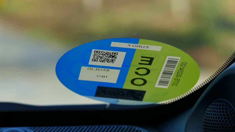 La etiqueta ECO no es clara, pues no implica que el coche no tenga emisiones o que sea respetuoso con el medioambiente.