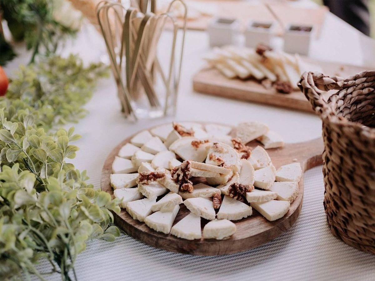 Foto: Una tabla de quesos es ideal para una boda vegetariana. (Instagram @cristinacanibano)
